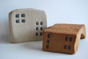 intervencion artistica con materiales ceramicos