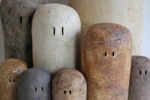 intal·lacio de escultura ulls de fang